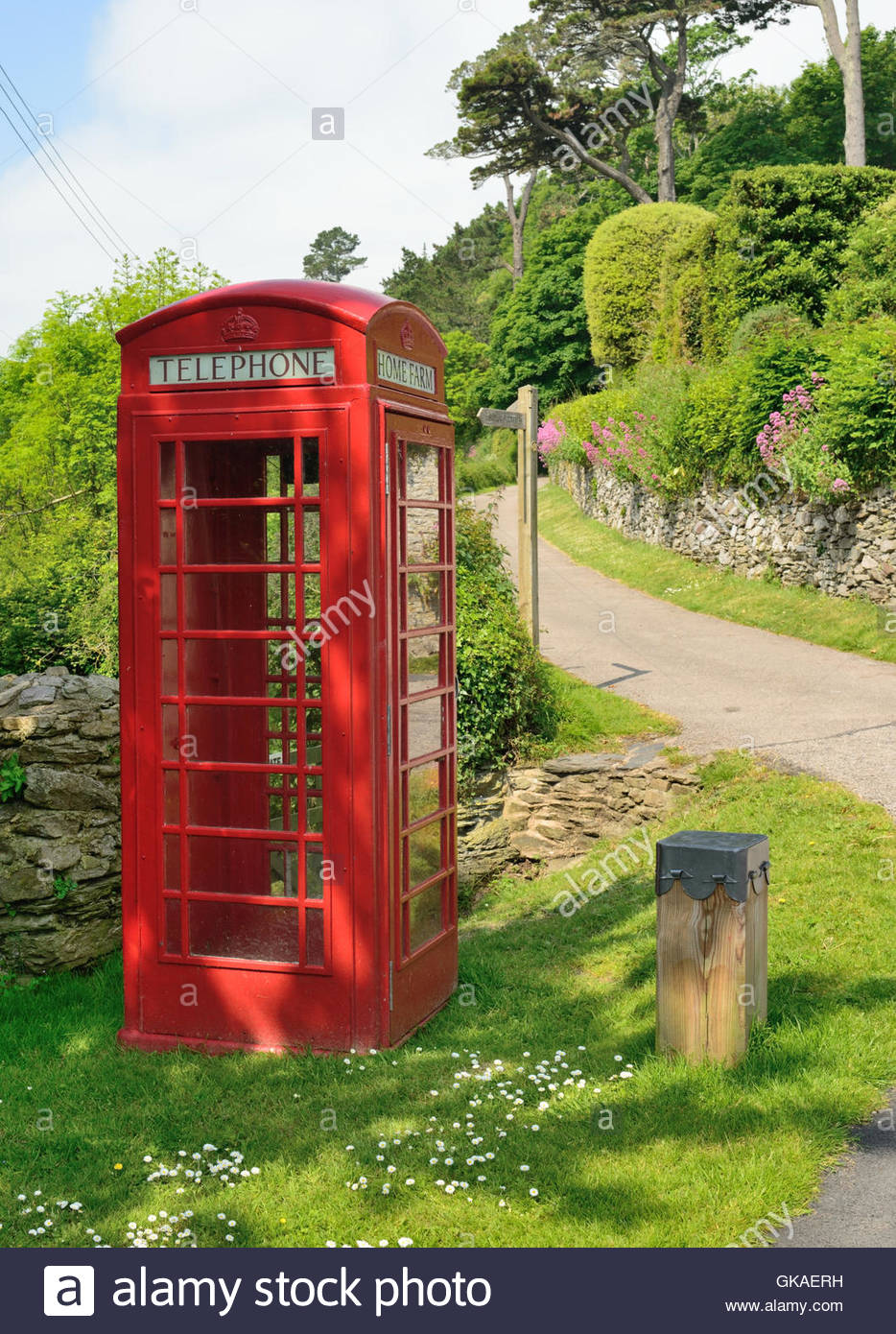 an-empty-red-telephone-box-beside-a-country-lane-in-a-remote-location-GKAERH.jpg